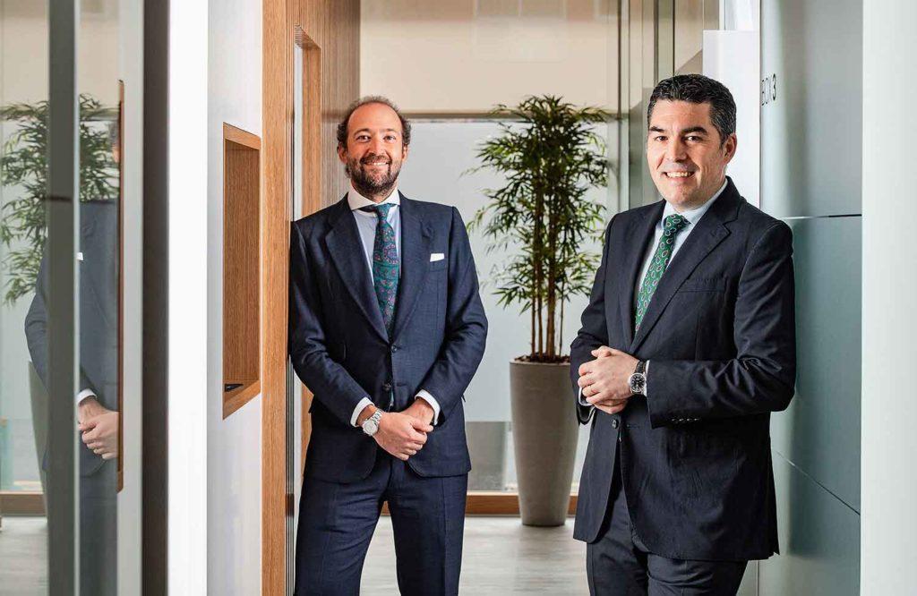 Los doctores Julián Saiz y Rafael Flores